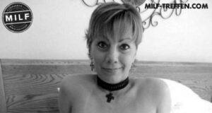 Attraktive MILF sucht junge Sexpartner.