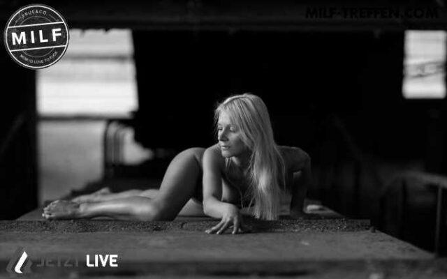 Reife Blondine via MILF Cam vernaschen